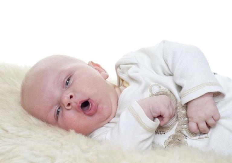 Trẻ sơ sinh bị khò khè ở cổ họng có nguy hiểm không?