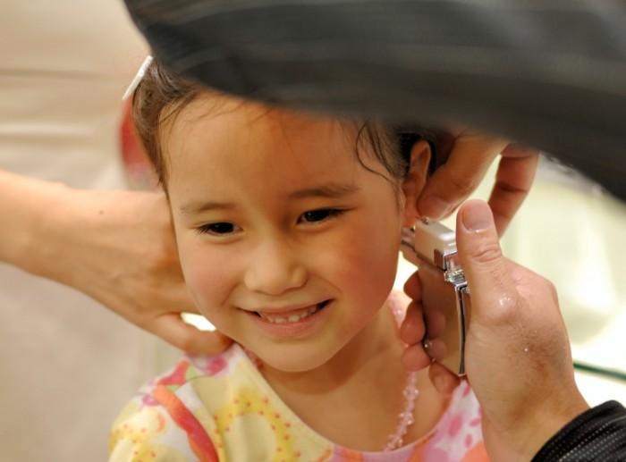 Cách vệ sinh tai sau khi bấm lỗ